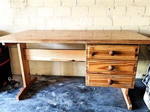Desk in Solid Pine