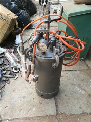 Industrial spray painting pressure pot R2000 neg call Steve 0832265788