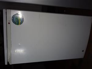 LG FRIDGE FOR SALE AMOUNT 1250 RAND