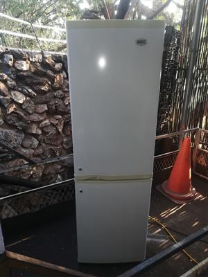 White KIC 270 liter double door fridge freezer in good condition working perfectly for sale - R1595 cash if you collect.  I CAN DELIVER for R200 in Pretoria area. WhatsApp sms or call Pierre on 0825784861.