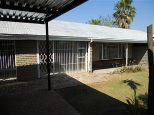 BEN SWART 1203 A – 4 BEDROOM HOUSE IN MOREGLOED (RAPID RENTALS)
