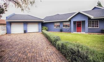 Perfect 3 bedroom house with a 2 bedroom flat for sale in Golfpark Meyerton