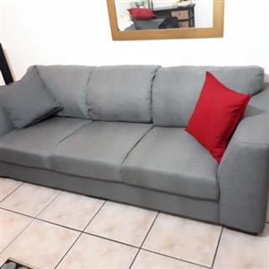 GRAFTON EVEREST COUCHES!  3 Seater & 2.5 Seater. Mint condition! R9500