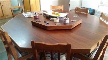 8 sitplek eetkamerstel (3 stoele kort aandag)