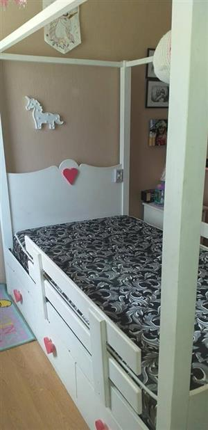 White single bed set for sale