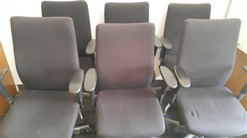 Black swivel chairs (25 available)