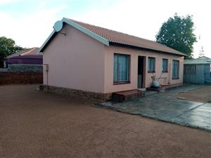 HOUSE FOR SALE SOSHANGUVE  GG R 430 000.00