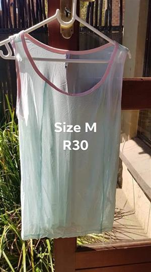 Size M green summer top