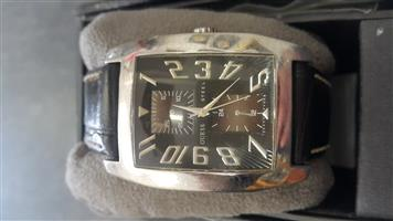 GENTS GUESS WATCH STEEL   Comes with original box  In prefect working condition