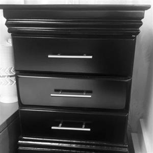 Set of 2 black pedestals with drawer