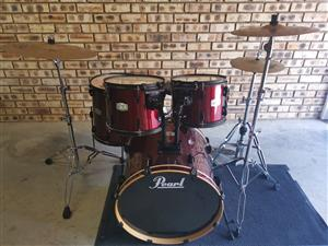 Beautiful Pearl Drum Set