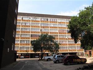 Pretoria-Central: 1½ Bedroom Flat near Burgerspark