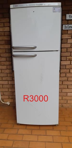 Bosh Intelligent Frost free 4A fridge/freezer for sale.