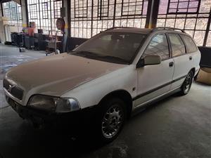 VOLVO V70 2.5 Auto 1999. Stripping for spares.