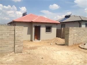 Spacious 2 bedrooms and 1bath to let in Riverside view Fourways along William Nicol