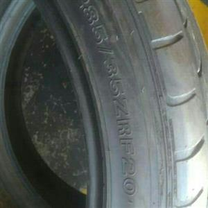 Set of tyres in 285/35/20; 255/40/20 Runflat