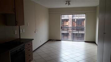 Noordwyk - Open bachelor apartment available R4600