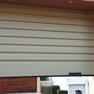 Garage roller shutter door