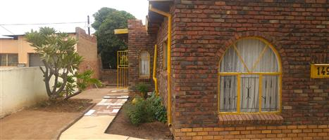 3bdrooms house in soshanguve AA next to plaza