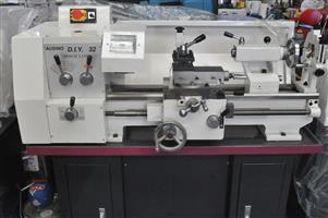 500mm geared head metal screwcutting  bench lathe