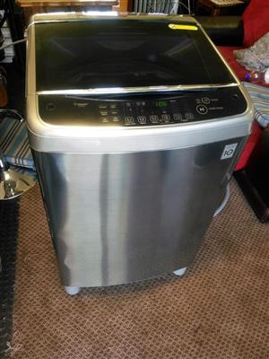 LG 13kg Steam Washing Machine.