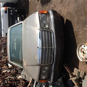 Stripping Mercedes-Benz W126 500SE 1988 for Spares