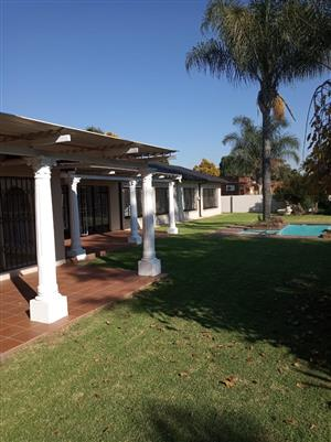 4 Bedroom House for sale in Sunward Park, Boksburg.