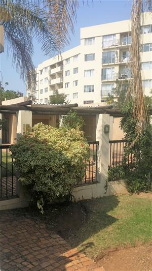 Neat, spacious apartment with 24 hrs security In Menlo park