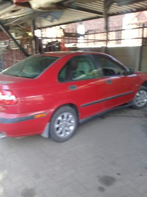 VOLVO S40  T4   STRIPPING FOR SPARES TOEKS 0824803980