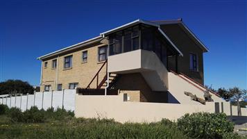 Neat and spacious 5 bedroom with views in Franskraal
