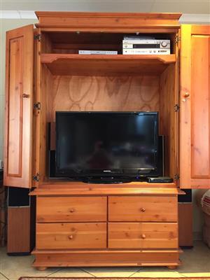 Solid Oregon Furniture (Wardrobe + kist)