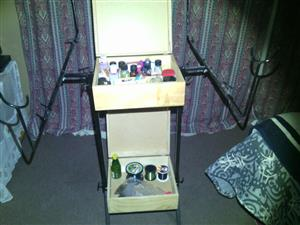 Small tackle box wit stand and dips