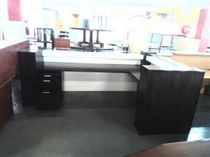 2 Tone l shape reception counter