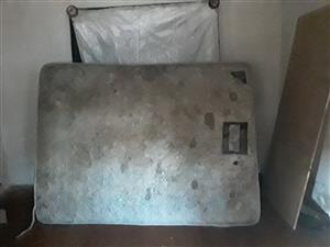 Queen size bed for sale 500 give away