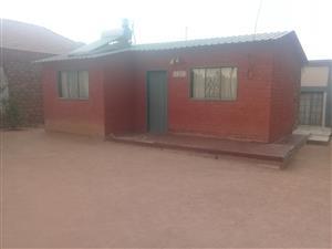 2 bedroom HOUSE in Hammanskraal Kanana plus 2 outside bedrooms