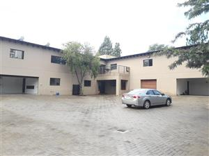 Buccleuch - Spacious open bachelor apartments with COMMUNAL KITCHEN available R4500