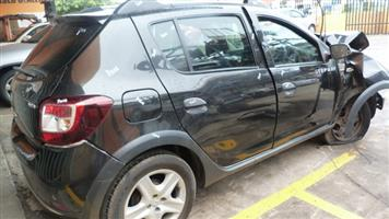 CURRENTLY STRIPPING  RENAULT SANDERO 2014 Black