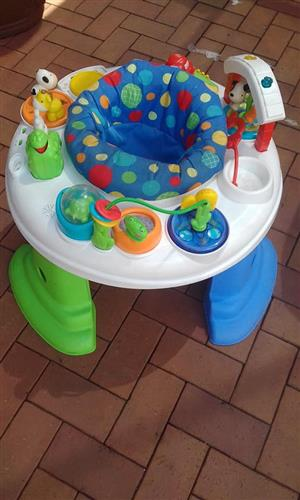 Round play chair with mobile toys