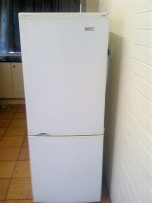 I AM LOOKING FOR A BROKEN OR WORKING FRIDGE TO BUY FOR CASH