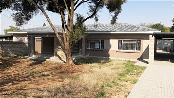 Two and three bedroom duets for rent in Waverley, Pta.