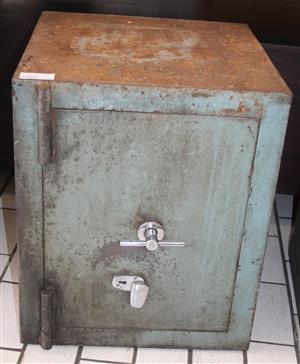 Grey safe with key S031400A #Rosettenvillepawnshop