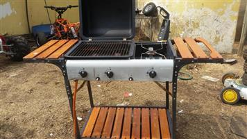Gas braai with a place for a pot to cook