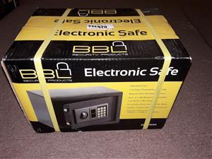 2x BBL Small digital safe