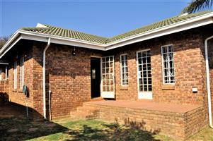 3-Bedroom / 2-Bathroom Townhouse To Let in Garsfontein Pretoria East