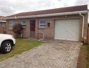 Parsonsvlei - Very neat property situated in Chade Manor - At this price it will Go