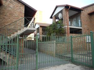 2 BEDROOM TOWNHOUSE -EXCELLENT FINISHES IN AMANDA LEE BLOCK - CNR ADCOCK & 10TH AVE.Gezina. Anza 0814043930