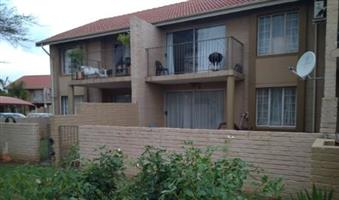 Moreleta Park, 1 Bedroom, 1 Bathroom, Balcony, 24 hour security complex, R5200.00 0845723440 (whatsapp if not answering)