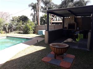 Garden/granny/student flat with dstv mountain view
