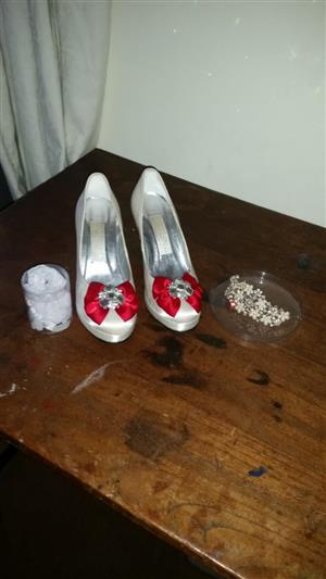 Desighners wedding dress urgent sale