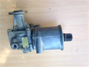 Mercedes-Benz W124/W126 power steering pump (for cars without self-leveling suspension)